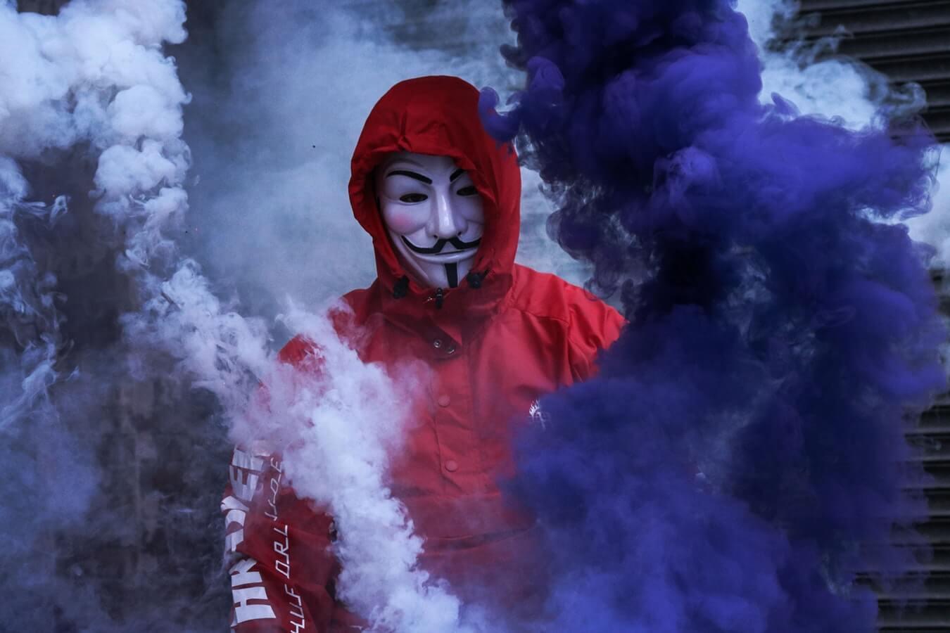 アノニマスやNicky Romero/Toulouseで有名な仮面の正体とは?